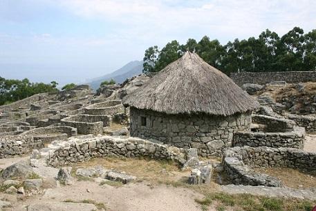 Reconstrucción de una vivienda en un poblado celta de Galicia España